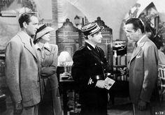 """Marruecos Casablanca - Destino de viaje 2017 Una cita con el Cine  75 años del estreno de la mítica película protagonizada por Ingrid Bergman y Humphrey Bogart. Aunque la película se rodara íntegramente en Hollywood, puedes tomarte una copa en el mítico """"Ricks Café"""", réplica exacta del café donde Sam """"tocó de nuevo"""" la famosa """"As time goes by"""", y aprovecha para visitar las ciudades imperiales de Marruecos, sus medinas y zocos, y las haimas del desierto. Para cinéfilos románticos."""