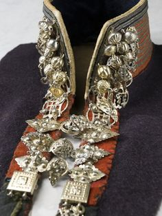Silver jewelry, detail from traditional Norway costume, early Collection Stiftelsen Nordiska museet. CC-BY-NC-ND. Black Diamond Studs, Black Diamond Earrings, Rose Gold Earrings, Gold Studs, Black Diamond Engagement, Lace Ring, Ring Set, Folk Costume, Traditional Dresses