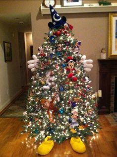 A Disney Christmas Tree....I want to do this for Christmas 2014 :)