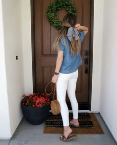 denim top and white jeans Source by valejusto outfit casual Instagram Outfits, Look Fashion, Fashion Outfits, Trendy Fashion, Fashion Mode, Womens Fashion, Saturday Outfit, School Looks, Trendy Swimwear