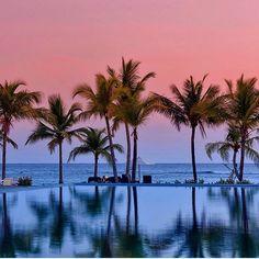 Magical pool to spend your weekend #Pasikuda #SriLanka  #VisitSriLanka #TravelSrilanka #Travel #Hashtagsrilanka #Pool #coconut #Sea #SriLankaBeach #Beach #Sky