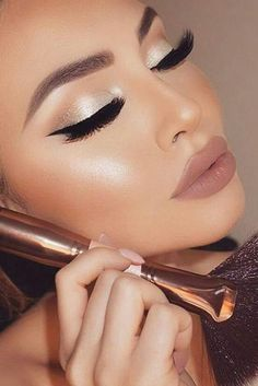 The sexiest winter makeup looks that are ideal for the holiday season! - - The sexiest winter makeup looks that are ideal for the holiday season! Beauty Makeup Hacks Ideas Wedding Makeup Looks for Women Makeup Tips Prom Makeu. Wedding Makeup Looks, Bridal Makeup, Winter Wedding Makeup, Makeup Looks For Prom, Prom Looks Make Up, Makeup Inspo, Makeup Inspiration, Makeup Kit, Makeup Geek