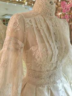 Mermaid Bateau Court Train Lace Wedding Dress with Bead Tesettür Gelinlik Modelleri 2020 Vestidos Vintage, Vintage Gowns, Mode Vintage, Vintage Outfits, Vintage Fashion, Edwardian Fashion, Victorian Dresses, Victorian Gothic, Gothic Lolita