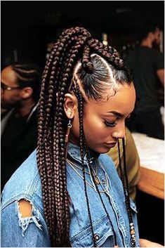 Instead of classic box braids, supermodel Jourdan Dunn edged up her style by inc. Instead of classic box braids, supermodel Jourdan Dunn edged up her style by inc… Instead of cl Big Box Braids, Front Braids, Blonde Box Braids, Box Braids Styling, Cornrows With Box Braids, Braids With Beads, Box Braids Sizes, Jumbo Cornrows, 2 Braids