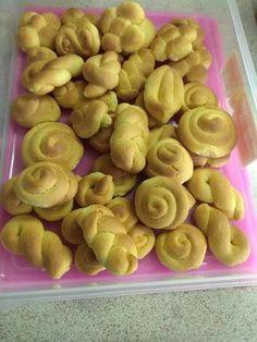 Κουλουράκια πορτοκαλιού !!! ~ ΜΑΓΕΙΡΙΚΗ ΚΑΙ ΣΥΝΤΑΓΕΣ 2 Pastry Recipes, Baking Recipes, Cypriot Food, Greek Cookies, Eat Greek, Greek Sweets, European Cuisine, Italy Food, Greek Recipes
