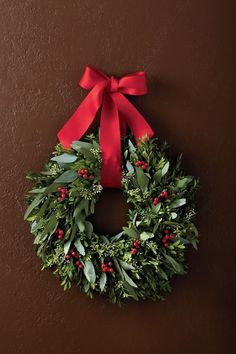 This aromatic boxwood wreath makes a great Christmas decoration. - This aromatic boxwood wreath makes a great Christmas decoration. Decorations Christmas, Elegant Christmas Decor, Christmas Wreaths For Front Door, Holiday Wreaths, Beautiful Christmas, Make Your Own Wreath Christmas, Rustic Christmas, Winter Wreaths, Christmas Island