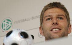"FOOTBALL -  ""Coming out"": l'Allemagne salue le courage du footballeur Hitzlsperger - http://lefootball.fr/coming-out-lallemagne-salue-le-courage-du-footballeur-hitzlsperger/"