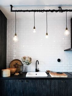 Vintage industrial look - Saffronia's post How To Add Character To Your Home With vintage and Found Objects #salvage #diy #vintage