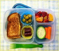 Grilled cheese packed for lunch with containers easy lunch Meals For Two, Kids Meals, Healthy Toddler Lunches, Easy Healthy Dinners, Healthy Recipes, Easy Lunch Boxes, Lunch Ideas, Lunch To Go, Lunch Time