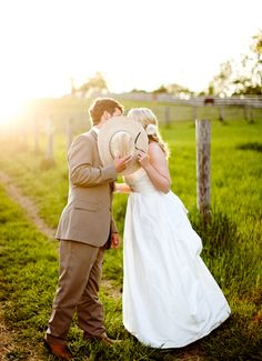 I love a rustic cowboy/girl wedding.
