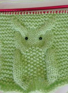Achei esta coruja em um gorro de tricô,no site KatyTricot, . Receita Coruja Tricô e muitas receitas e maneiras de aplicá-la em roupas. Baby Boy Knitting Patterns, Baby Knitting Patterns, Knitting Stitches, Crochet Patterns, Crochet Baby Boy Hat, Baby Boy Hats, Knit Crochet, Crochet Hats, Owl Patterns