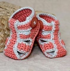 cool baby sandals - from craftsy. Pattern: http://crocheting.myfavoritecraft.org/baby-booties-crochet-pattern-for-beginners/