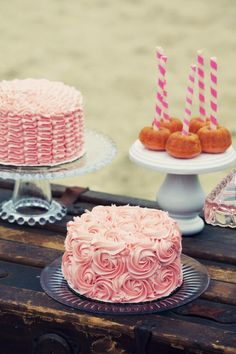 romantic shabby-chic party theme... I LOVE these cakes... the frosting is so pretty!