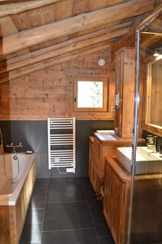 41 amazing chalet bathroom dcor ideas 41 amazing chalet bathroom dcor ideas with wooden bathroom wall and white washbasin and black cera