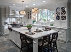 White kitchen with limestone floor Beautiful Kitchens, Cool Kitchens, White Kitchens, Kitchen White, Luxury Kitchens, Small Kitchens, Tuscan Kitchens, Bright Kitchens, Dream Kitchens