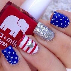 of July Nails! The Very Best Red, White and Blue Nails to Inspire You This Holiday! Fourth of July Nails and Patriotic Nails for your Fingers and Toes! Fancy Nails, Diy Nails, Cute Nails, Sparkly Nails, Gold Nails, Flag Nails, Patriotic Nails, Uñas Diy, Nail Design Spring