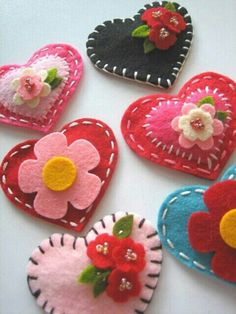 Felt hearts by Lil Hoot: Valentine's Day idea? - My Sewing Projects Kids Crafts, Craft Projects, Sewing Projects, Arts And Crafts, Felt Projects, Kids Diy, Craft Ideas, Decor Crafts, Project Ideas