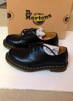 A vendre sur #vintedfrance ! http://www.vinted.fr/chaussures-femmes/autres-chaussures/15934140-doc-martens-noires-basses-neuves