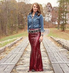 Looking for that perfect Holiday Outfit or NFR look?!? Our Lelani Sequin Maxi Skirts are to die for!!! Available in Black, Burgundy and Coming Soon in Rose Gold Sm, Med, Lg $54.95