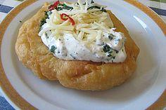 Ungarische Langos mit Knoblauchcreme und Käse, ein schönes Rezept aus der Kategorie Brot und Brötchen. Bewertungen: 290. Durchschnitt: Ø 4,7.