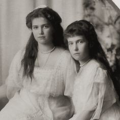 """Formal portrait of the """"Little Pair"""", the younger two daughters of the last Russian Tsar. Source: Tatiana Z/Flickr"""