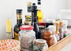 Cozinha... 10 ideias simples e econômicas pra deixar tudo organizado Playroom Organization, Home Organization Hacks, Organizing, Diy Home Improvement, Diy Craft Projects, Food Storage, Decoration, Home Crafts, Home Kitchens