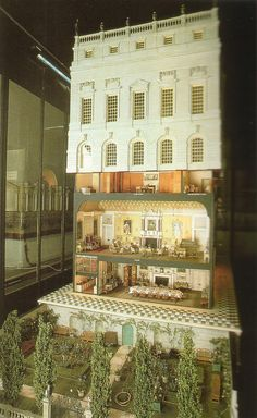 Queen Mary's Dollhouse – Priceless