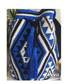 #wayuu #style #tasarım #handmade #wayubags Tapestry Bag, Boho Shorts, Drawstring Backpack, Crafty, Pillows, Knitting, Bags, Women, Fashion