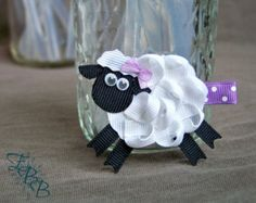 Sheep Ribbon Sculpture Hair Clip. Sheep Hair por creationslove