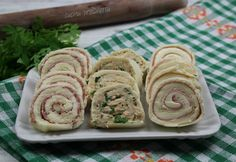 Rotolini farciti misti con pane per tramezzini | cucina preDiletta