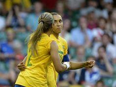 Marta fez o terceiro e o quinto do Brasil no duelo contra Camarões. Foto: Ricardo Matsukawa/Terra