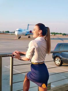 Find out the status of the flight on Flyings. See the flight schedule, as well as track the flight online. Delta Flight Attendant, Airline Attendant, Flight Attendant Hair, Airline Cabin Crew, Female Pilot, Beautiful, Sexy, Aviation, Airplanes