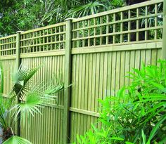Timber Garden Fencing With Trellis Topper