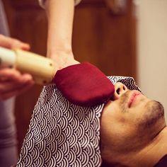 2016/11/28 16:28:59 hoshino.shinqdo ネパール棒灸は、布を隔ててちょんと棒灸を当てミトンで圧します。 なので、お顔にもできるのです👀眼の疲れにも是非。 #ネパール棒灸 #棒灸 #狛江 #鍼灸 #acupuncture #moxa #ほしの鍼灸堂