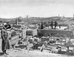 Jerusalem, Maghrebi Quarter, 1917 ۱۹۱۷ حارَة المَغارِبة The Maghrebi Quarter was leveled by Israeli bulldozers on the night of June The harbinger of things to come for what was left of Arab Palestine. Old Pictures, Old Photos, Palestine History, Israel History, Israel Palestine, Jewish History, Naher Osten, Dome Of The Rock, Temple Mount