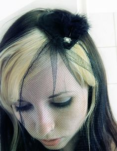 Another Fascinator  •  Free tutorial with pictures on how to make a fascinator in under 60 minutes