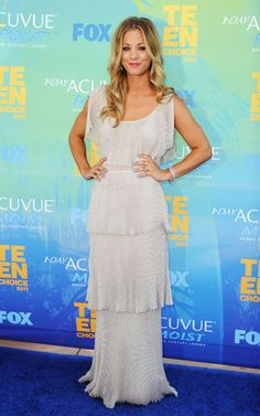 Kaley Cuoco one of my fab actresses bc she's funny and amazing speaker. Love when she host award shows or on talk shows her stories are so funny.