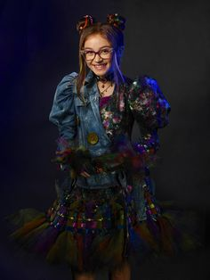 """Dizzy Tremaine is a character in the Disney Channel sequel Descendants 2. She is the daughter of Drizella Tremaine. Dizzy debuts while doing her sweeping job at Lady Tremaine's Curl Up and Dye. She was listening to """"Rather Be With You"""" when Mal came in and asked for a make over. Dizzy is excited to help as she didn't have a lot of chance to show her ability. Mal paid Dizzy for doing a good job, knowing she earned it, much to the young Tremaine's excitement. But her excitement is short-lived... Descendants Characters, Disney Channel Descendants, Descendants Costumes, Disney Descendants 3, Descendants Cast, Drizella Tremaine, Estilo Zendaya, Snow White Queen, Isle Of The Lost"""