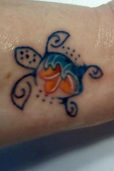 Oooh, heres a different take on the Hawaiian honu tattoo I want to get done! Body Art Ideas   tattoos picture hawaiian tattoo