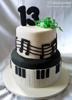 """It takes a lot of effort to master fondant, but this cake is done very well. We love how it is simple and still fun. Via """"A Chocolarteira: Bolos, Doces e Choclates"""" Not anywhere local, that's for sure! Music Themed Cakes, Music Cakes, Fondant Cakes, Cupcake Cakes, Bolo Musical, Music Note Cake, Bolo Fack, 13 Birthday Cake, Horse Birthday"""