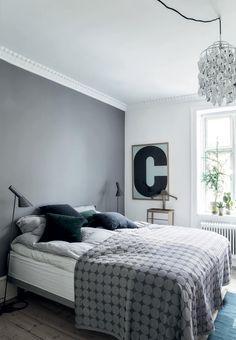 Soveværelse i grå, blå og grønne toner