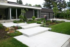 Large backyard landscaping ideas are quite many. However, for you to achieve the best landscaping for a large backyard you need to have a good design. Outside Stairs, Front Stairs, Front Walkway, Large Backyard Landscaping, Modern Landscaping, Modern Backyard Design, Landscaping Ideas, Modern Front Yard, Outdoor Steps