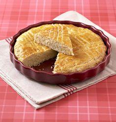 Changez de la traditionnelle galette des rois à la frangipane pour cette version ultra gourmande : la galette des rois bretonne.