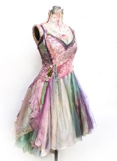Amazing dress made by Selene Ahnese Found on www gibbousfashio Neue Outfits, Boho Outfits, Pretty Outfits, Pretty Dresses, Beautiful Dresses, Girl Outfits, Estilo Hippie, Fairy Clothes, Fairy Dress