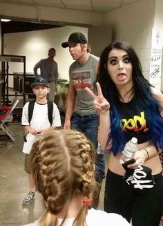 Dean Ambrose and Paige with some fans. Also they are my OTP! Le Shield, The Shield Wwe, Wwe Divas Paige, Paige Wwe, Wrestling Divas, Women's Wrestling, Paige Photos, Wwe Outfits, Wwe Funny