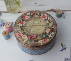 Baskets, Boxes for handmade. Decoupage Box, Decoupage Vintage, Vintage Crafts, Tole Painting, Painting On Wood, Wreath Boxes, Hat Boxes, Pretty Box, Altered Boxes