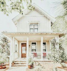 Dream Home Design, My Dream Home, American Farmhouse, Dream House Exterior, House Exteriors, Cute House, Cottage Homes, Cottage Farmhouse, Farmhouse Decor