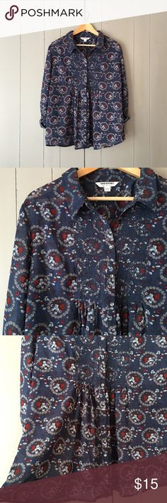 """Navy & Red Paisley Print Babydoll Button Down Top Super cute and in very gently used condition. Has a snag (see last pic) that is barely noticeable. Armpit to armpit is 22"""". Length is 25"""". Offers are welcome. ☺️ Tantrums Tops Button Down Shirts"""