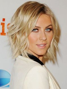Julianne-Hough-Medium-Hairstyles-2015-Length-with-Waves-