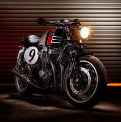 Honda CB750 Seven Fifty Spitfire 09 Cafe Racer Macco Motors #caferacer #motorcycles #motos | caferacerpasion.com